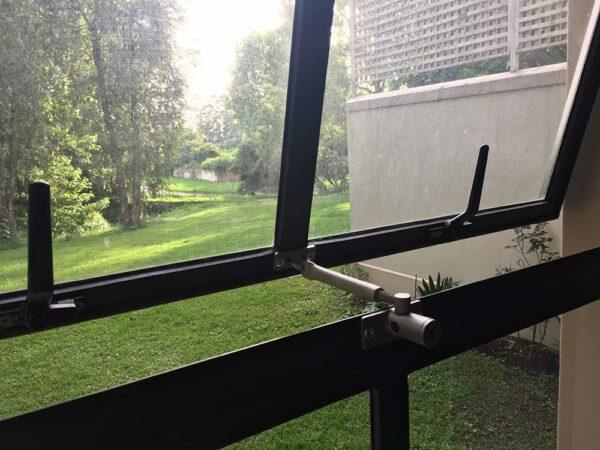 lockable window restrictor with locklatch
